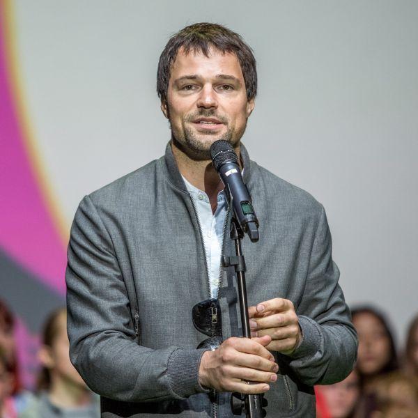 Данила Козловский открыл в Южно-Сахалинске киинофестиваль для подростков, президентом которого является