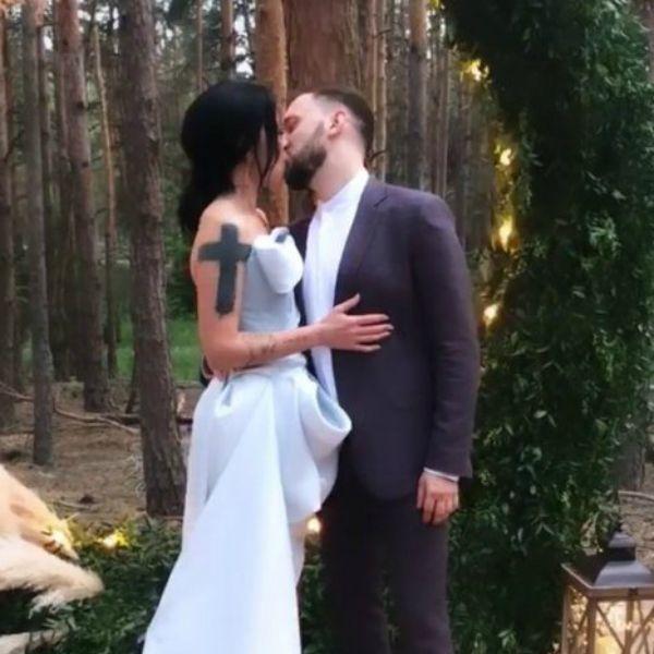 Бывшая жена Потапа пришла на его с Настей Каменских свадьбу с новым возлюбленным