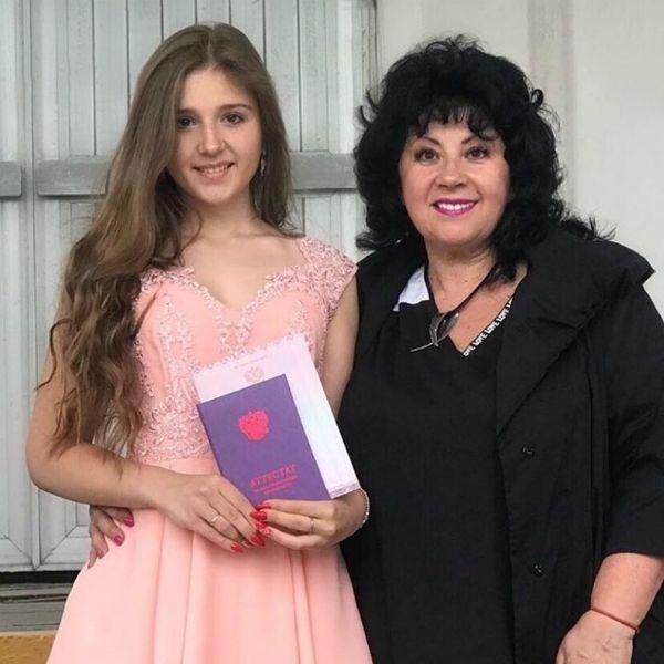 Сергей Лазарев трогательно поздравил дочь погибшего брата с получением аттестата об окончании 9-го класса
