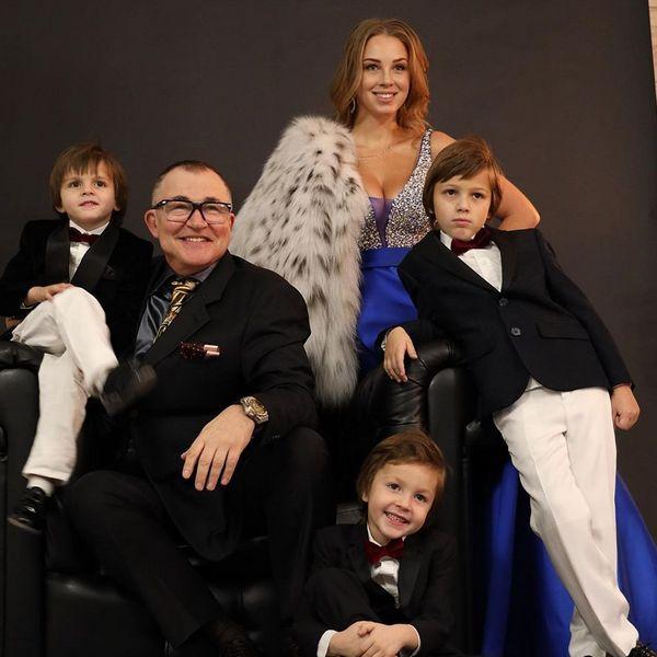 Молодая жена Дмитрия Диброва показала, как дети поздравили отца с 60-летием