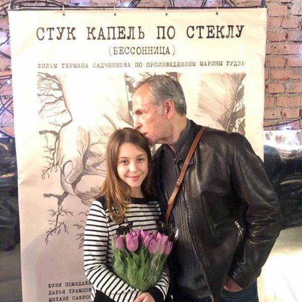 75-летний Родион Нахапетов прилетел из США в Россию, чтобы поздравить внучку с премьерой фильма