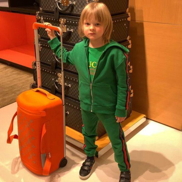 Яна Рудковская похвасталась, что 6-летний сын на свой гонорар купил ей чемодан Louis Vuitton