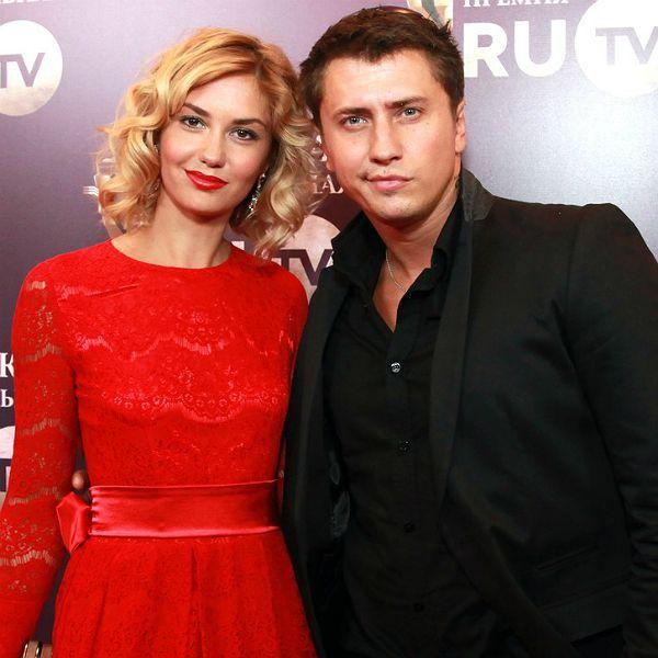 Павел Прилучный во время ссоры с женой поселился в отель с другой девушкой.