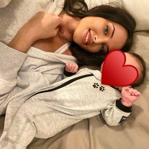 Анастасия Решетова случайно рассекретила лицо сына, родившегося месяц назад
