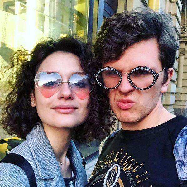 18-летняя дочь Любови Толкалиной и Егора Кончаловского объявила о помолвке с возлюбленным, который старше ее на 8 лет