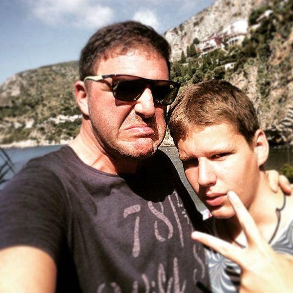 Максим Виторган высмеял СМИ за утверждение, что не поддерживает связь со старшим сыном