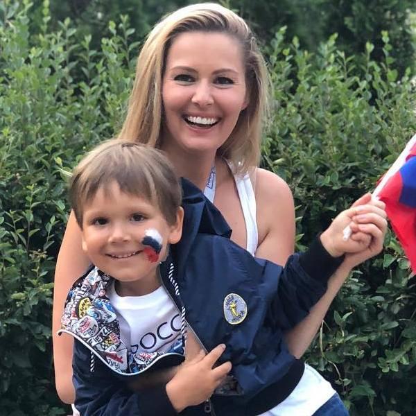 Мария Кожевникова показала, как болеет за 5-летнего сына во время футбольного матча