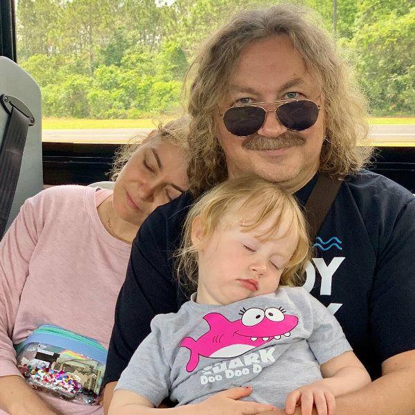 Игорь Николаев показал, как съездил в Диснейленд вместе с дочерьми от разных браков
