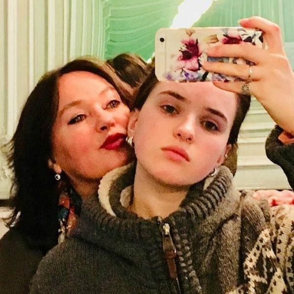 Лариса Гузеева прокомментировала состояние здоровья 19-летней дочери, у которой обнаружили опухоль