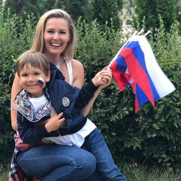 Старшему сыну Марии Кожевниковой тренер по футболу предложил остаться жить и тренироваться в Испании